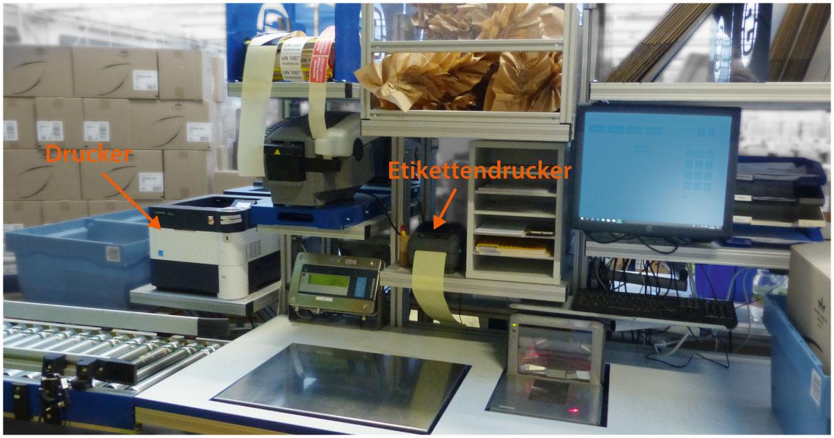 Drucker und Etikettendrucker am Packplatz